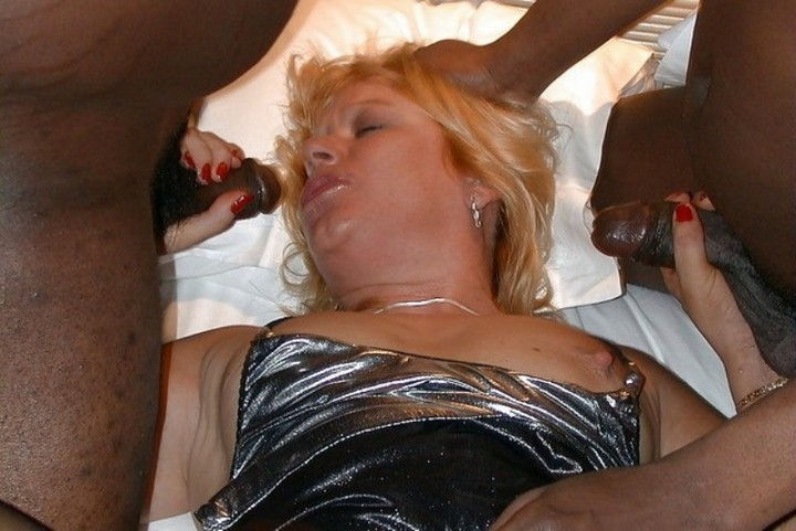 Sexy milf shows cunt